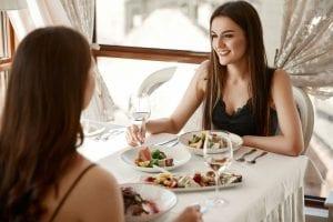 Trucos para comer bien fuera de casa - Ángela Rueda