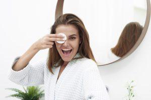 AGUA MICELAR: el todoterreno de higiene facial que te facilita la vida